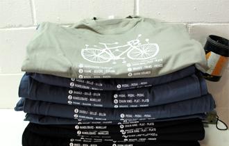 Muchas camisetas serigrafiadas