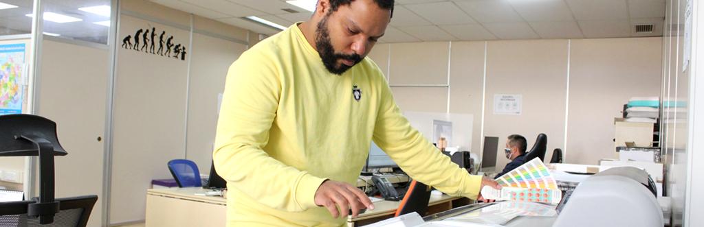 Diseñador gráfico de camisetas.info
