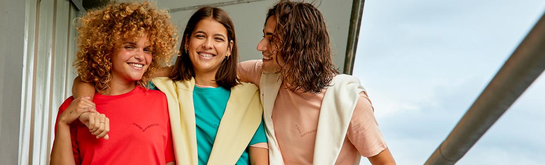 Catálogo de marcas de Teefactory España. Más de 30 marcas de ropa para personalizar.